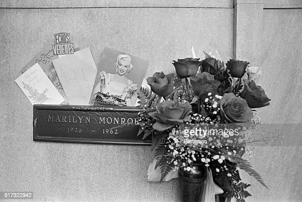 The roses to the right were sent three times a week by Monroe's exhusband Joe DiMaggio
