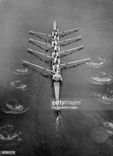 The rowingteam of Cambridge at a competition England Photograph March 6th 1937 [Das Ruderteam von Cambridge bei einem Wettkampf England...