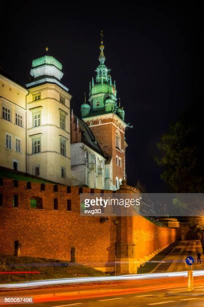 ポーランドのクラクフの都市にヴァヴェルの丘にロイヤル キャッスル - アルムデナ大聖堂 ストックフォトと画像