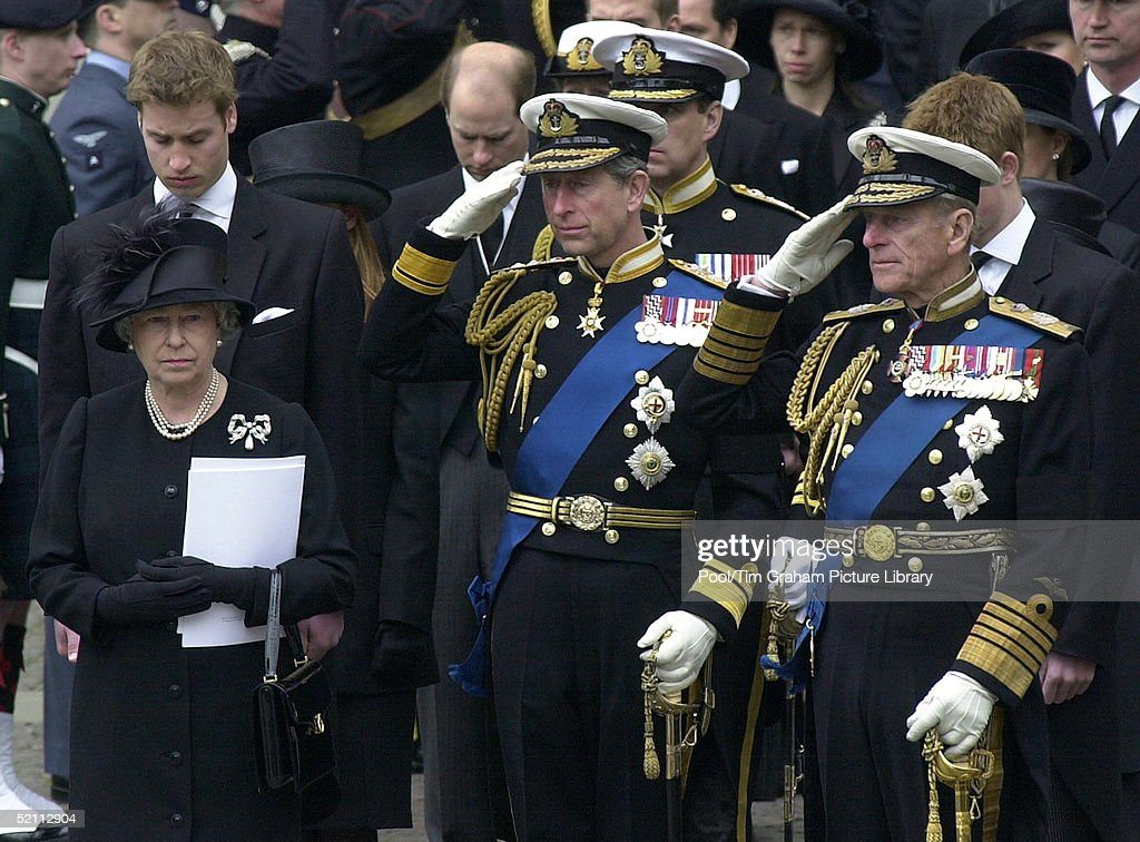 Queen And Charles And Philip : News Photo