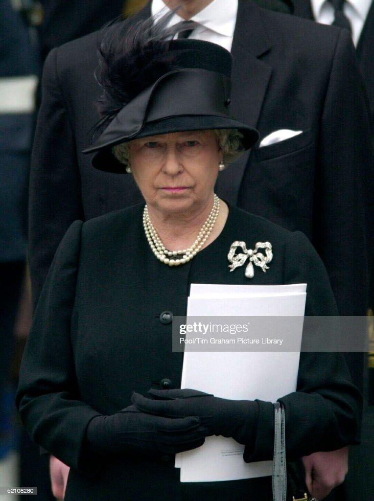 Queen Sad Portrait : News Photo