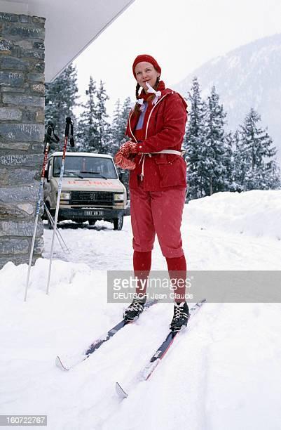 The Royal Family Of Denmark At Winter Sports février 1984 Portrait de la famille royale du Danemark aux sports d'hiver la Reine MARGRETHE posant...