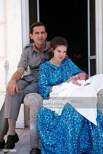 Constantin Ii AnneMarie Of Denmark And Their Daughter Alexia Athènes juillet 1965 CONSTANTIN II roi de Grèce son épouse AnneMarie DE DANEMARK tenant...