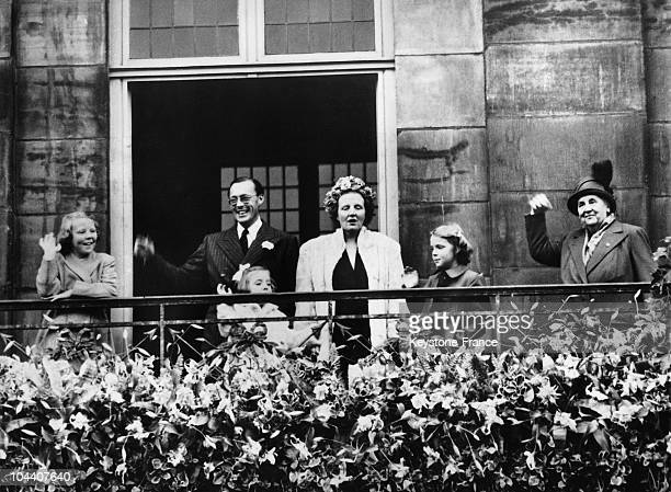 The royal family of Holland greeting the crowds acclaiming Queen WILHELMINA who had just abdicated in favor of her only daughter Princess JULIANA...