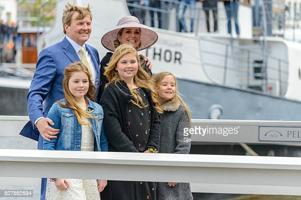 the royal family of the netherlands during kingsday in zwolle - king's day netherlands stock pictures, royalty-free photos & images
