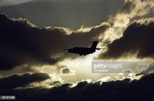 The Royal Flight Airplane Bringing Princess Diana's Coffin To Northolt