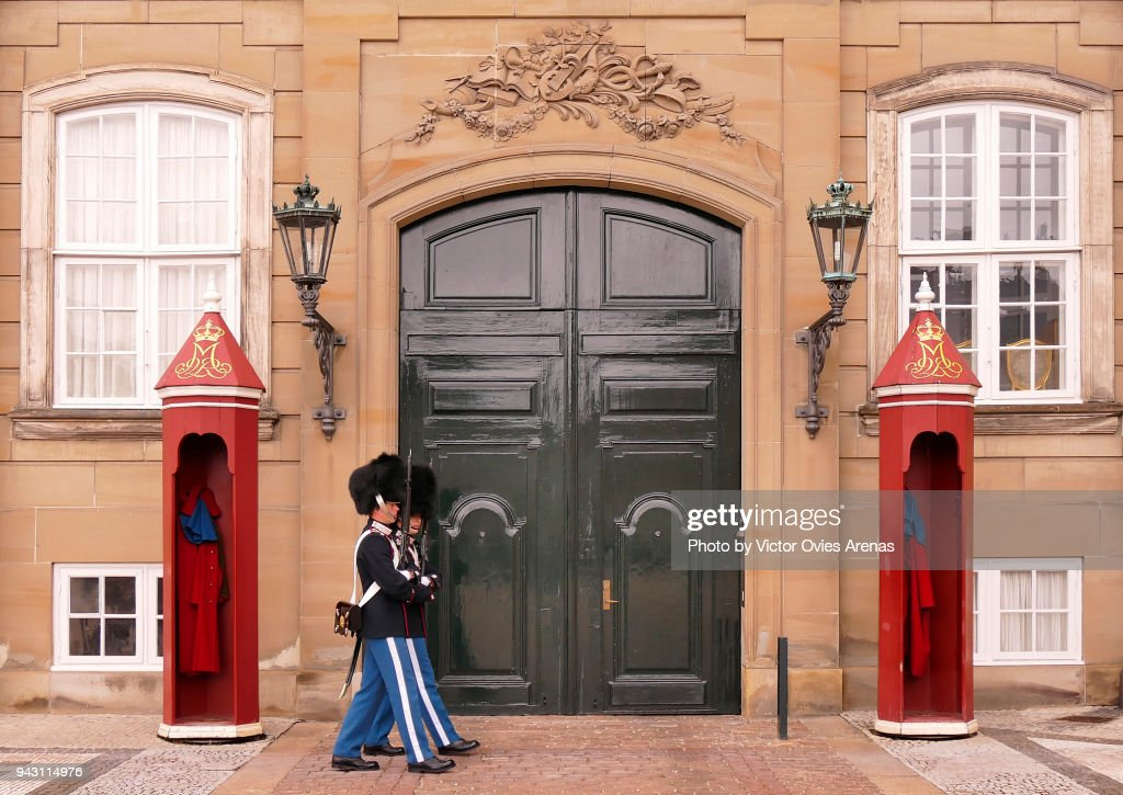 The Royal Guard at the of the Amalienborg Palace in Copenhagen, Denmark : Foto de stock