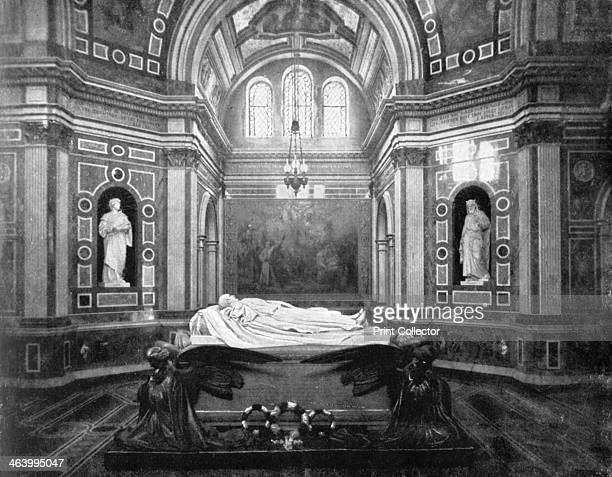 The Royal Mausoleum Frogmore 1901 Frogmore Mausoleum near Windsor Castle in Berkshire was built by Queen Victoria to contain the remains of her...