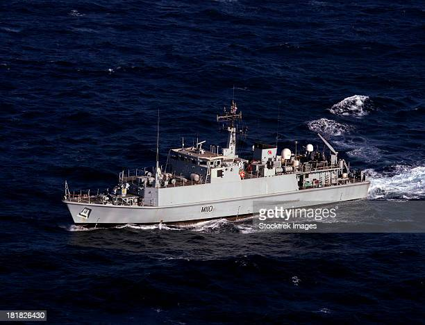 the royal navy mine countermeasures ship hms ramsey. - royal navy stock pictures, royalty-free photos & images