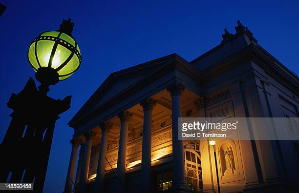 the royal opera house, covent garden, at night. - royal opera house london stock pictures, royalty-free photos & images