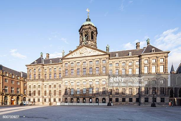 the royal palace in amsterdam - palast stock-fotos und bilder