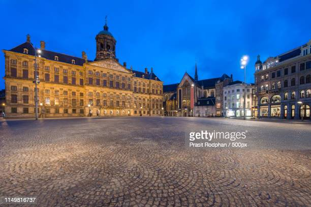 the royal palace in dam square at amsterdam, netherlands dam sq - royal palace amsterdam stock pictures, royalty-free photos & images