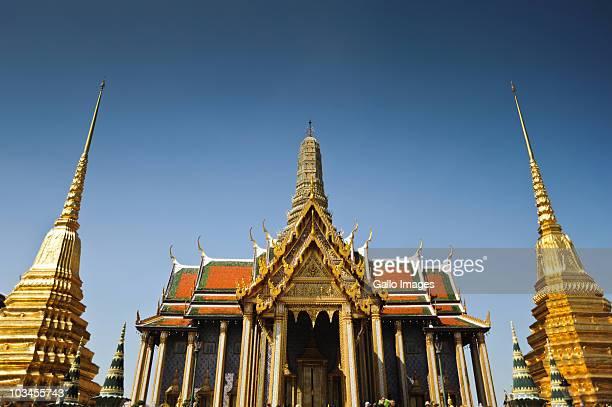 the royal pantheon in grand palace, bangkok, thailand - grand palace - bangkok stock pictures, royalty-free photos & images