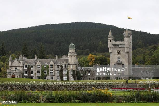 The Royal Standard flying at Balmoral Castle in Scotland on September 20 2017 / AFP PHOTO / POOL / Andrew Milligan
