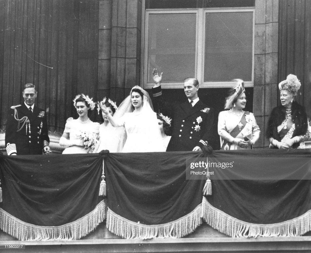 Royal Couple Greets Crowd : News Photo