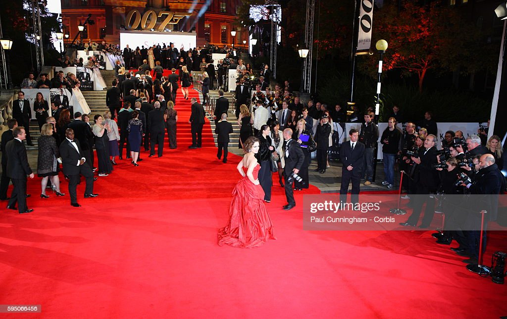 the royal world premiere of skyfall berenice marlohe on the red