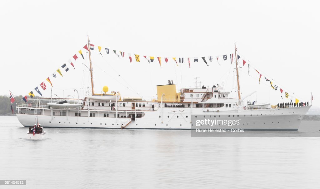 King and Queen Of Norway Celebrate Their 80th Birthdays - Luncheon on the Royal Yacht - Day 2 : Nieuwsfoto's
