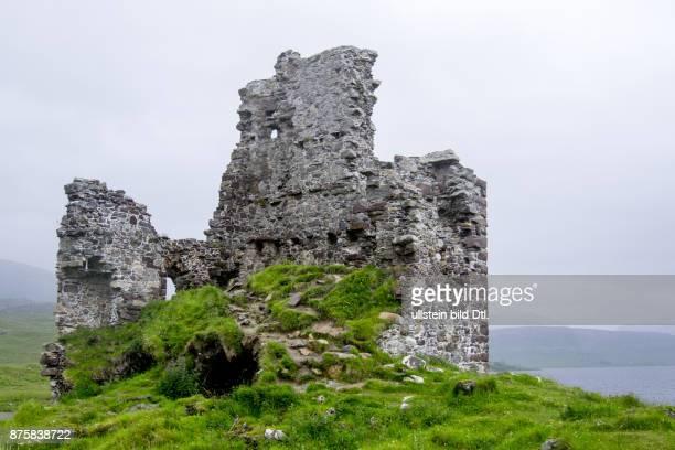 The ruins of Ardvreck Castle on Loch Assynt Schottland Scotland Grossbritannien Great Britain