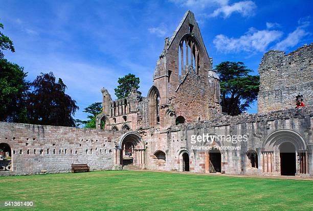 the ruins of dryburgh abbey - dryburgh stock pictures, royalty-free photos & images
