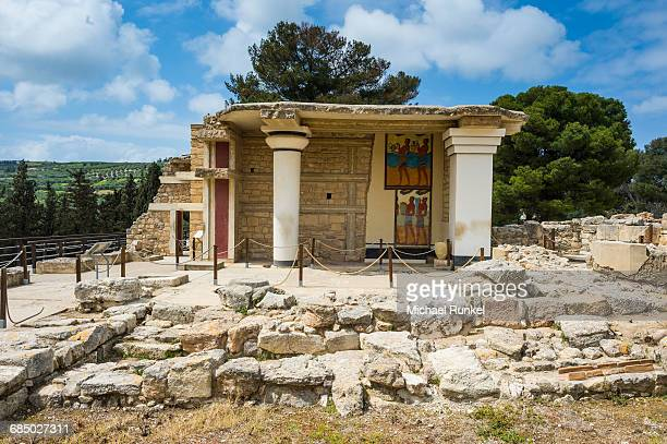 the ruins of knossos, the largest bronze age archaeological site, minoan civilization, crete, greek islands, greece, europe - minoan stock photos and pictures