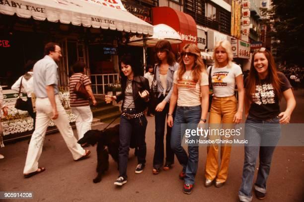 The Runaways on Takesita street Harajyuku June 1977 Tokyo Japan Cherie Currie Joan Jett Lita Ford Jackie Fox Sandy West