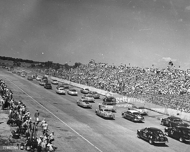 The running of the first Southern 500 at Darlington South Carolina on September 4 1950 The eventual winner Johnny Mantz started near the tail of the...