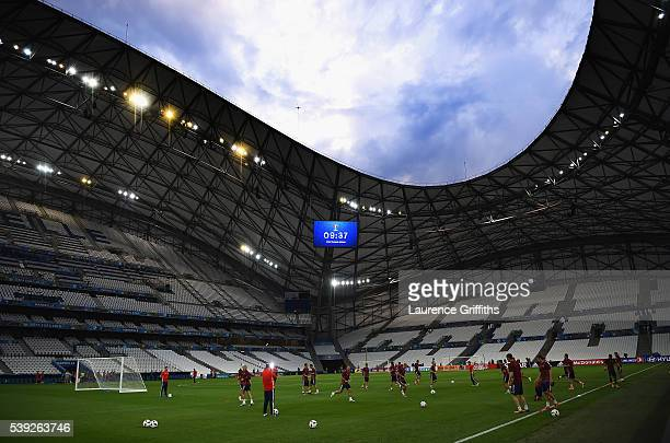 The Russia team warm up during a training session ahead of the EURO 2016 Group B match against England at Stade Velodrome on June 10, 2016 in...