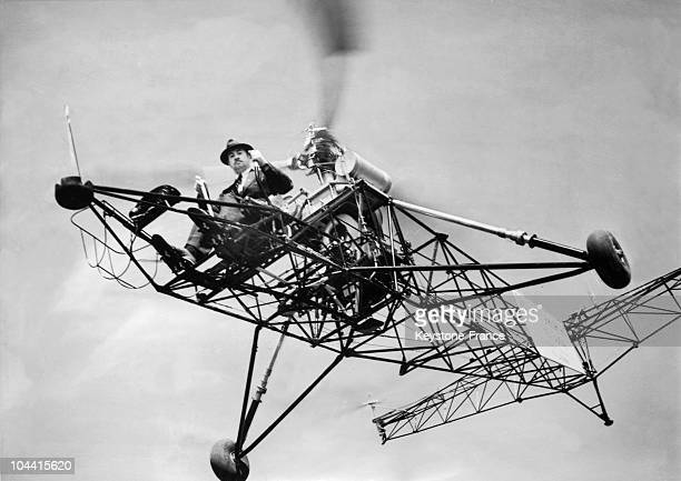 The Russian inventor Igor SIKORSKY in June 1930 on his helicopter with which he broke the record for length of time spent in the air one hour 32...