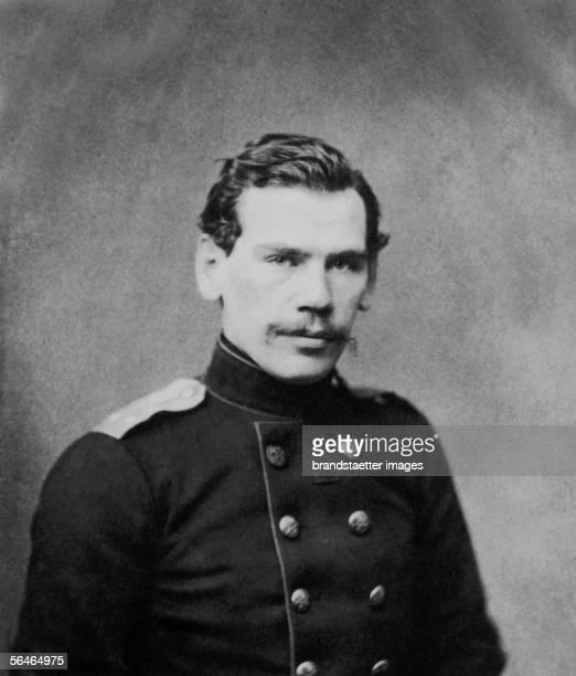 The russian writer Lev Nikolaievich Tolstoy. Photography. Around 1855. [Der russische Autor Lew Nikolajewitsch Tolstoj. Photographie. Um 1855.]