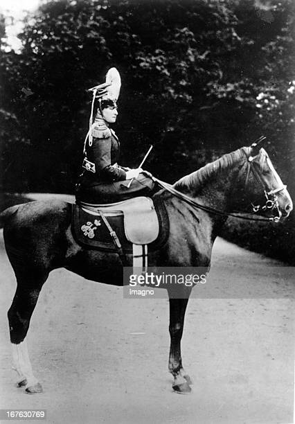 The Russin tsarina Alexandra Fjodorowna in the uniform of her Ulanen regiment. Photograph. About 1894. Die russische Zarin Alexandra Fjodorowna in...