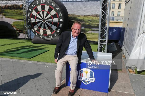 The Ryder Cup Director Richard Hills inaugurates a golf initiation village on the steps of Paris Town Hall on September 20 2018 This village was...