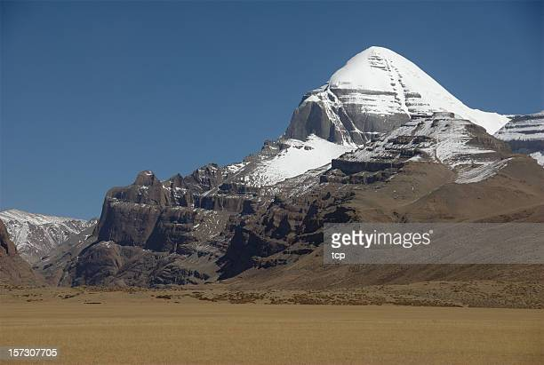 the sacred mount kailash (gang rinpoche, tibet) - mt kailash stock pictures, royalty-free photos & images