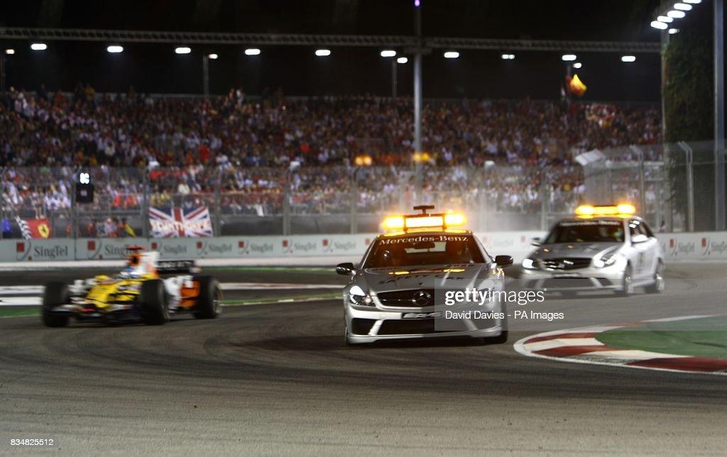 Motor Racing - Formula One Singtel Singapore Grand Prix - Race - Marina Bay Circuit Park : News Photo