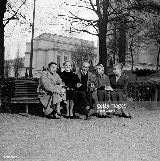 The Saga Of The National Populaire Theater Paris 1954 Dans les jardins du Trocadéro portrait de Jean VILAR assis sur un banc en compagnie de...