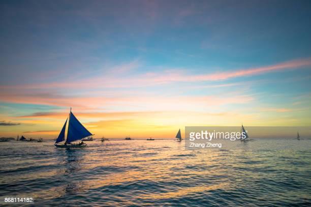 the sailing boat in boracay - paisajes de filipinas fotografías e imágenes de stock