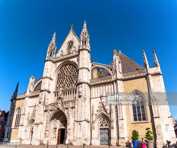 the saint eloi church in dunkirk, france - dunkirk evacuation stock pictures, royalty-free photos & images