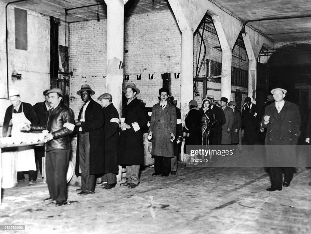 The Salvation Army feeding the jobless during the Great Depression : News Photo
