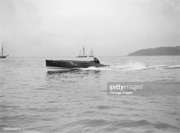 The Sam E Saunders built hydroplane 'Vicuna III' 1913 Artist Kirk Sons of Cowes