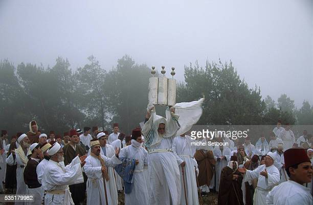 Chavouot Pilgrimage on the mount Gerizim T he high priest with the sepher thora