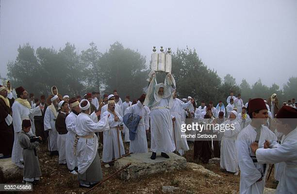 Chavouot Pilgrimage on the mount Gerizim The high priest with the sepher thora