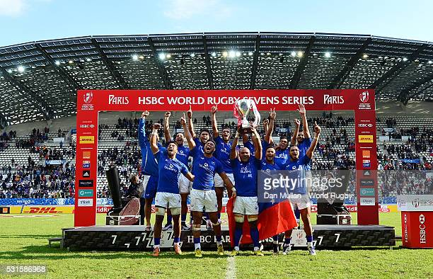 The Samoa team lift the trophy after victory during the Cup Final match between Fiji and Samoa on day three of the HSBC Paris Sevens at the Stade...