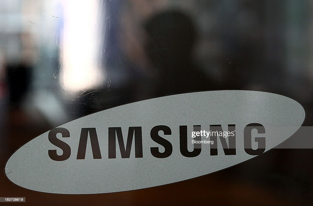 The Samsung Electronics Co. logo is displayed at the company's Seocho office building in Seoul, South Korea, on Friday, March 15, 2013. Samsung Electronics's President of visual display Yoon Boo Keun and President of mobile communications J.K. Shin were appointed as co-chief executive officers following the company's shareholder meeting today, joining Vice Chairman Kwon Oh Hyun, who will also retain his position as co-CEO. Photographer: SeongJoon Cho/Bloomberg via Getty Images