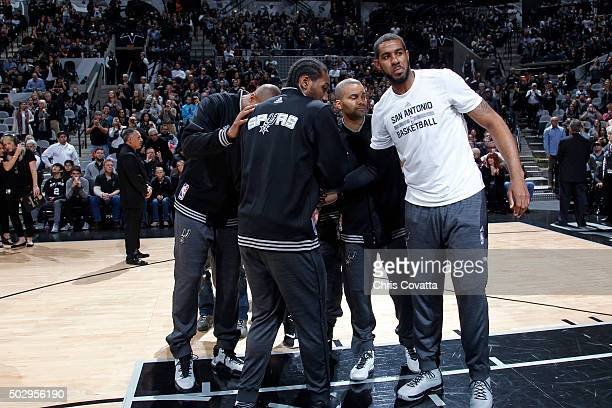The San Antonio Spurs huddle up before the game against the Phoenix Suns on December 30 2015 at the ATT Center in San Antonio Texas NOTE TO USER User...