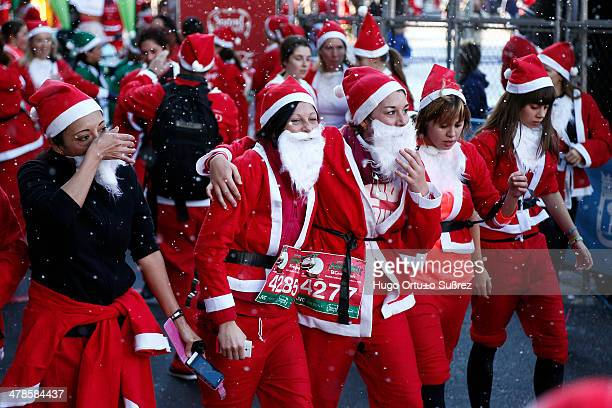 The Santa Claus popular race arrives in Madrid with 6000 runners who ran 55k circuit in Madrid Six thousand runners dressed in Santa Claus costume...