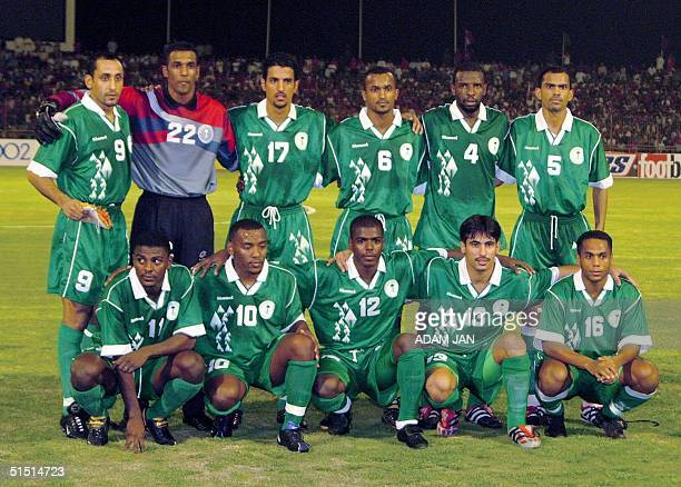 The Saudi Arabia's national soccer team poses before their 2002 FIFA World Cup Group A qualifying match against Bahrain 21 September 2001 in Manama...