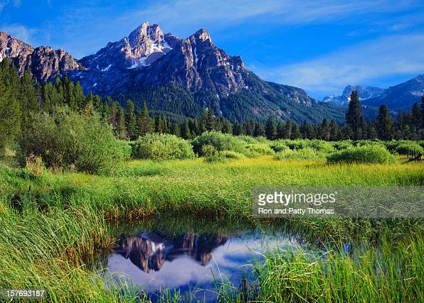 the sawtooth mountain range, stanley idaho - national forest stock pictures, royalty-free photos & images