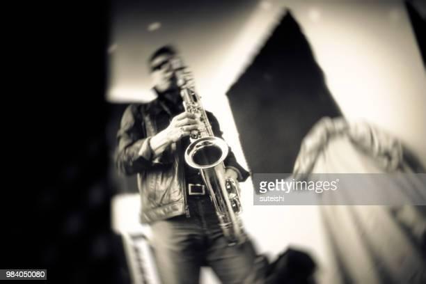Der Saxophon-Spieler vor dem Konzert