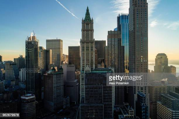 La magnifique vue aérienne de Manhattan Downtown comprend les principaux gratte-ciel: le Woolworth Building, bâtiment de transport, tour de Barclay, etc.