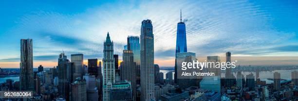 La magnifique vue aérienne de Manhattan Downtown comprend les principaux gratte-ciel: le Woolworth Building, New York par Gehry, édifice Transportation, Barclay Tower, etc.