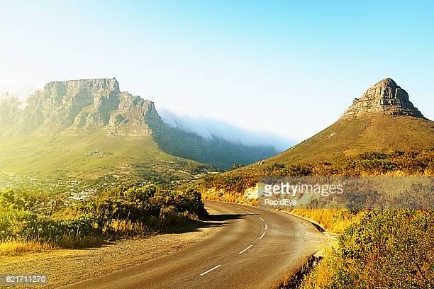 the scenic road to table mountain - província do cabo oeste - fotografias e filmes do acervo
